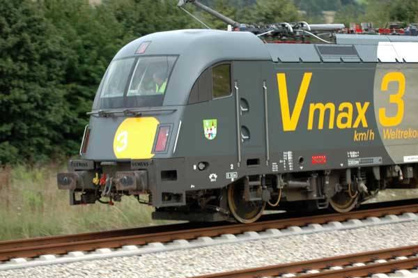 Nejrychlejší sériově vyráběnou elektrickéou lokomotivou je nyní Taurus ES64U4. Rychlostí 360 km/h překonala 51 let starý rekord 331 km/h.