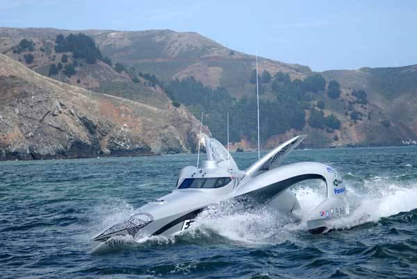 Superrychlá americká loď Earthrace se chystá letos v létě překonat světový rekord na cestě kolem světa.