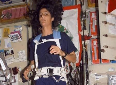 Americká astronautka si tradiční bostonský závod zaběhla na tréninkovém pásu vesmírné stanice.