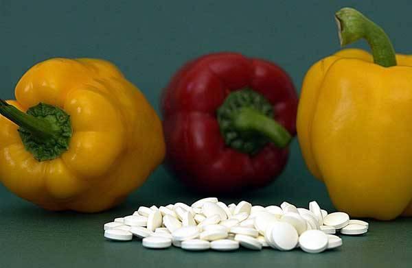 Vitaminy jsou organické látky nezbytné pro regulaci metabolických funkcí v buňkách. Podílejí se na získávání energie ze sacharidů, tuků a bílkovin. Účastní se rovněž tvorby hormonů, enzymů a krvinek. Jelikož si většinu vitaminů náš organismus nedokáže vyrobit sám, musíme je dodávat zvenčí.
