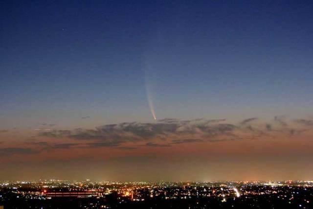 Pro 21. STOLETÍ exkluzivně! Kometu nazvanou McNaught C/2006 P1 objevili astronomové teprve v polovině loňského roku. V půlce letošního ledna už ale na obloze rozehrávala nádherné světelné divadlo, viditelné i pouhým okem.
