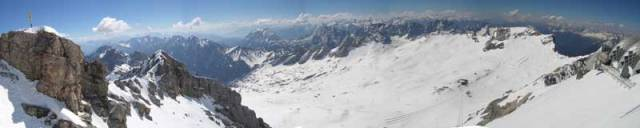 V největších evropských velehorách tají ledovce a zima se rok od roku krátí. Ledovec na rakouské alpské hoře Dachstein ustoupil loni o rekordních 17 metrů a za posledních 150 let se už zmenšil o celou plnou polovinu.</p><p> Podaří se tento vývoj zastavit?