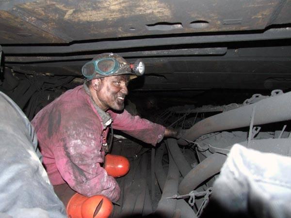 Moderní technologie vstupují i do oblastí, ve kterých by to obyčejný smrtelník nečekal. Počítače jsou důležitým pomocníkem i hluboko pod zemí, kde pomáhají horníkům v jejich nelehké profesi.