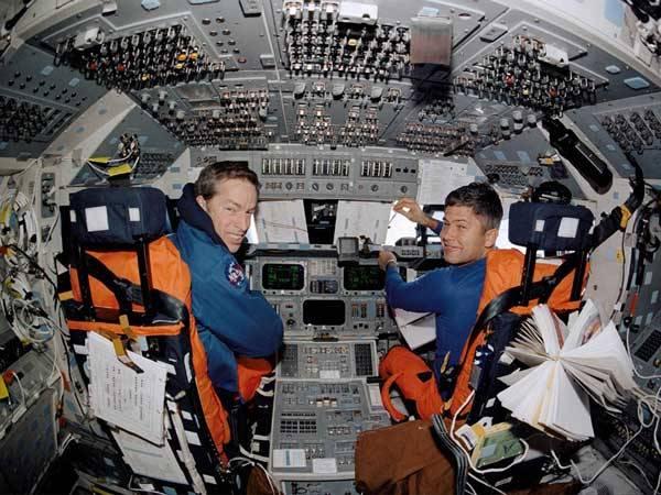 Koncem letošního července se objevila v oficiálních zdrojích NASA zpráva, že američtí astronauti létali do kosmu opilí. Podle studie vypracované na základě anonymních rozhovorů s astronauty je zřejmé, že nejméně dvakrát startovali v raketoplánu tak zřízení, že ohrožovali bezpečnost letu. 21. století zajímalo, jak je to vlastně s alkoholem ve vesmíru?
