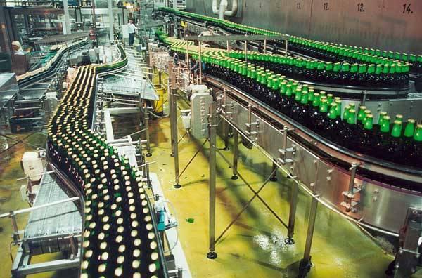 Dějiny piva jsou staré více než 5000 let. Je tedy pravděpodobně starší než populární révové víno. Zřejmě prvními pivaři byli obyvatelé Mezopotámie, kteří své pivo vyráběli ze sladu a z ječných chlebů.