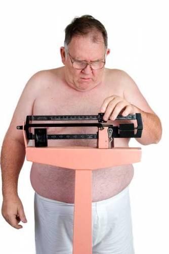 """Na první pohled je to jednoduché. Pokud se budeme přecpávat tučnými jídly a za fyzickou námahu začneme považovat i pěší návštěvu samoobsluhy, patrně musíme počítat s přibývajícími kilogramy. Problém """"epidemie"""" obezity je nicméně mnohem složitější."""