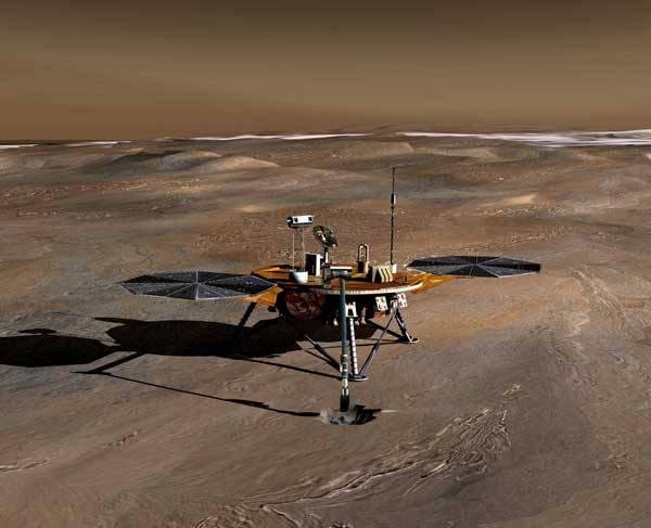 Přistání na zmrzlých pláních severu je úkolem pro novou sondu, která se nedávno vydala k rudé planetě. Sonda je vybavena lopatkou, kterou odebere vzorky půdy a bude v nich pátrat po přítomnosti vody a známkách minulého či současného života.