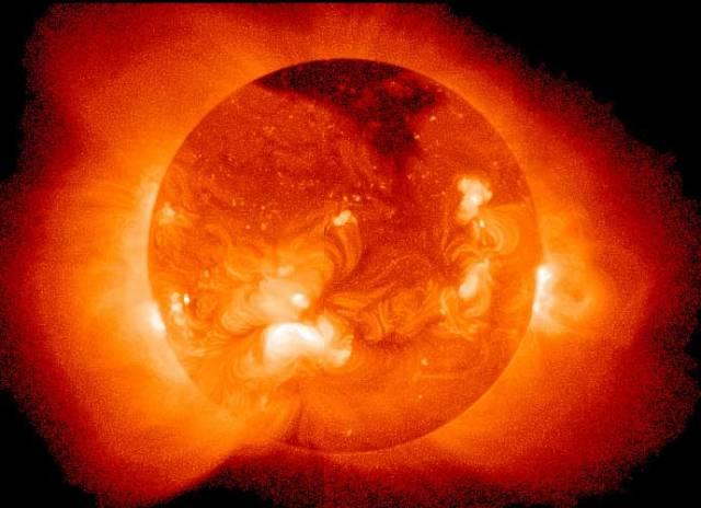 Vědci z jedenácti zemí pod vedením britských výzkumníků zjišťují možnosti použití zvláště silných laserů k napodobení fyzikálních podmínek ve středu Slunce. Právě tam totiž dochází k jaderné fúzi. Pokud by byl tento projekt úspěšný, mohl by významným způsobem přispět k řešení světové energetické krize, aniž by trpělo životní prostředí.