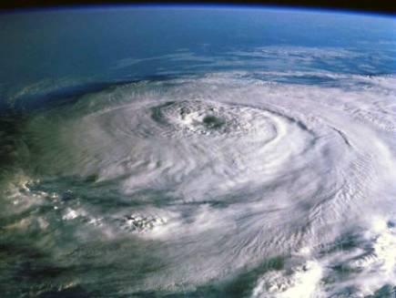Každým rokem proudí ze západní Afriky miliony tun prachu nad Atlantický oceán. Podle poslední studie Wisconsinské univerzity v USA tento prach přímo ovlivňuje teplotu oceánu.