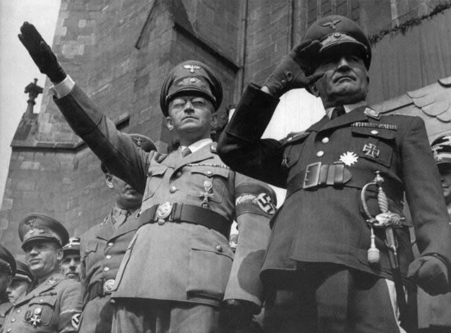 Osmičky prý hrají v dějinách českého národa zásadní roli. Když se však důkladněji podíváme na českou historii, zjistíme, že tomu tak není. Ovšem, 20. století se zdá být výjimkou. Letopočty, na jejichž konci stála osmička, se téměř pravidelně zapisovaly do osudů české kotliny.