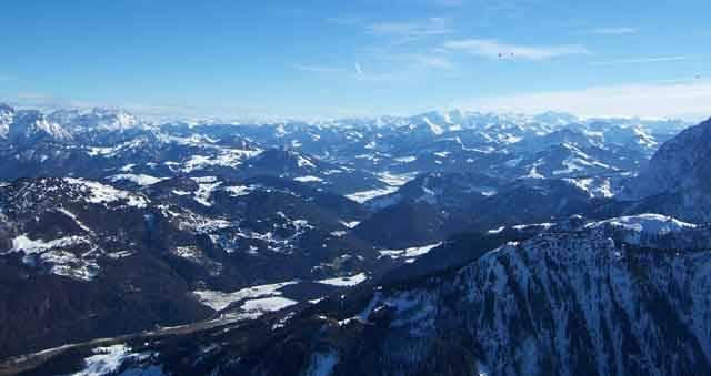 Každý rok v časném předjaří, se pokryje nebe nad tyrolským regionem Kaiserwinkl pestrobarevnou záplavou horkovzdušných balonů. Pravidelně se zde koná jedno z velkých evropských setkání lidí, kterým učarovala nehlučná plavba nad vysokohorskými štíty rakouských Alp.