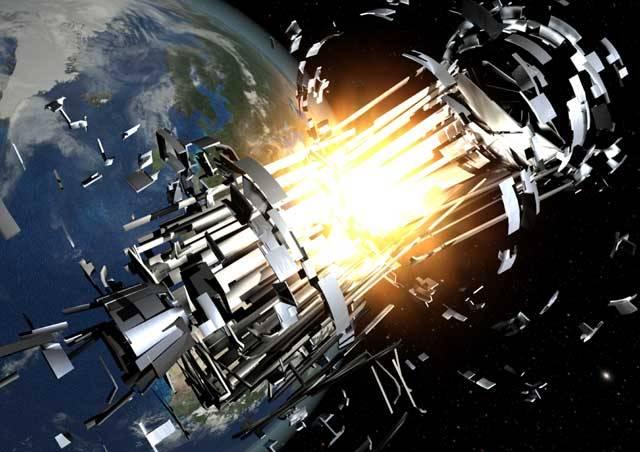 Pozemské stanice v současnosti sledují na 8500 objektů, větších než 10 centimetrů, pohybujících se v okolí Země. Vše začalo vypuštěním první sovětské umělé družice v roce 1957, které nastartovalo využívání okolního vesmíru pro vědecké, vojenské a obchodní účely.