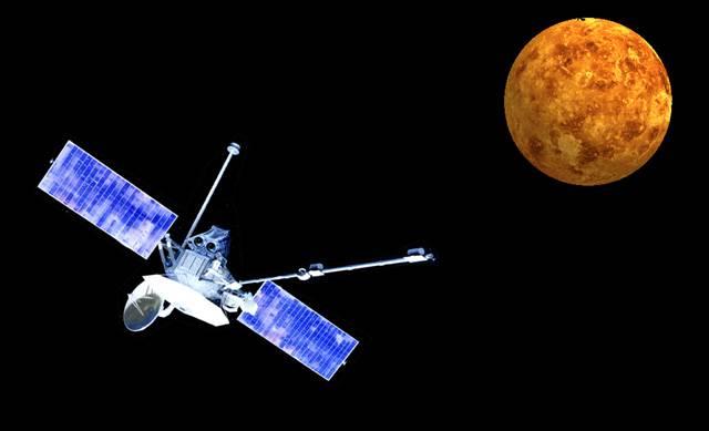 Když americká sonda Mariner 10 prolétla v letech 1974 a 1975 třikrát kolem Merkuru a zaznamenala necelou polovinu jeho povrchu, asi málokdo tehdy tušil, že na snímky zbývající části si budou astronomové muset počkat několik desetiletí. Teprve v letošním roce navštívil Slunci nejbližší planetu další z pozemských automatických průzkumníků.