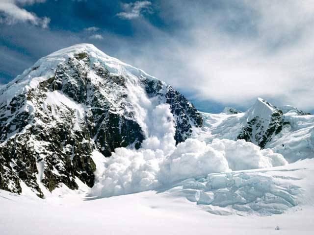 Leden, ve kterém vychází toto číslo, je měsícem vyvrcholení zimy. Ta na severní polokouli astronomicky začíná 21. prosince (zimní slunovrat) a trvá do 21. března, kdy při jarní rovnodennosti přebírá vládu astronomické jaro. Zima nám představuje i následující pojmy.!