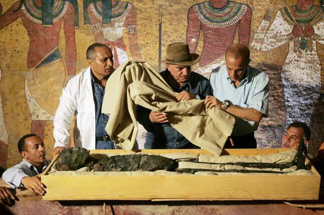 Další významný nález na nekropoli dávného Memfisu: V Egyptě bylo objeveno 22 mumií na jednom místě!