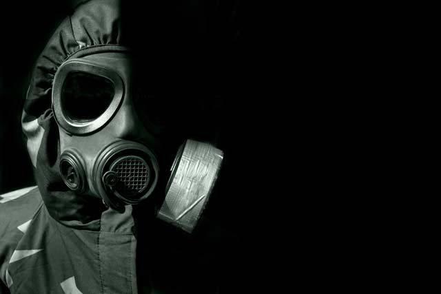Od konce tzv. studené války uplynulo v řece času již přes 20 let. Může však celý svět už žít trvale v míru a klidu? Podle nejnovějších údajů vědeckého časopisu New Scientist působí dnes přes 400 000 vědců a inženýrů ve vojenském výzkumu. Ovšem jen pramálo se ví, na jaké cíle se zaměřují. Náš seriál přiblíží nejničivější zbraně, které by mohly způsobit globální katastrofu – a tak i utrpení a smrt vás i vašich blízkých.