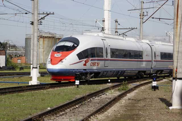"""Bývaly doby, kdy ruské železnice byly spíše pro smích. To se tak v jednom vagonu na trati mezi Moskvou a Leningradem sešli dva Rusové. """"Kampak?"""" ptal se ten první. """"Do Moskvy, a vy?"""" """"Do Leningradu."""" """"Vot eto technika…!"""""""