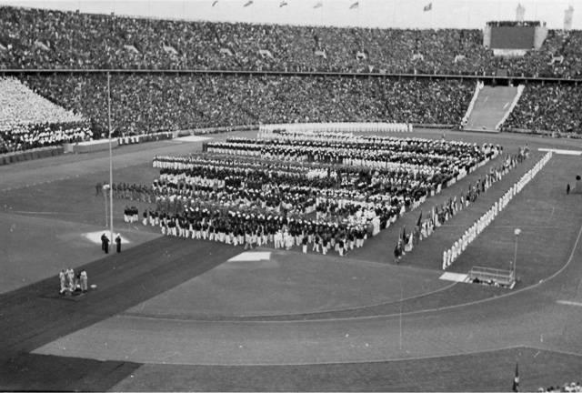 """""""Olympismus je životní filosofií, vyváženě spojující tělesnou zdatnost, vůli a ducha v jeden celek. Spojením sportu, kultury a výchovy olympismus usiluje o vytvoření způsobu života, založeného na radosti z vynaloženého úsilí, na výchovné hodnotě dobrého příkladu a na respektování základních etických principů,"""" praví se v olympijské chartě."""
