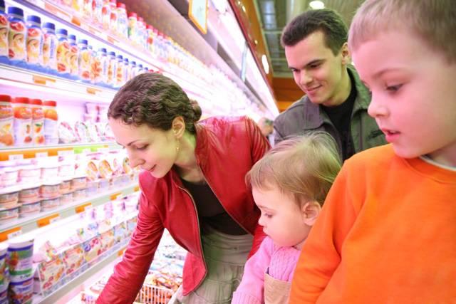 Bláhový je ten, kdo věří, že každá potravina je vzorem dodržování předpisů o tom, jak má vypadat. Zkušení odborníci vědí, že se dají různě falšovat – i s využitím (či spíše zneužitím) nejnovějších vědeckých poznatků. Na druhé straně věda a technika se také týkají odhalování různých podvodů. 21. STOLETÍ vás zve na výpravu do podivné potravinové džungle.