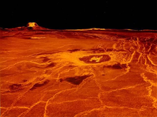Astronomové někdy nazývají Venuši sestrou naší Země. Může za to nejen jejich společný původ před asi 4,5 miliardami let, ale i její podobná velikost, hmotnost a hustota. Američané nedávno přišli se zjištěním, že podobně jako Země by mohla být Venuše stále geologicky aktivní.