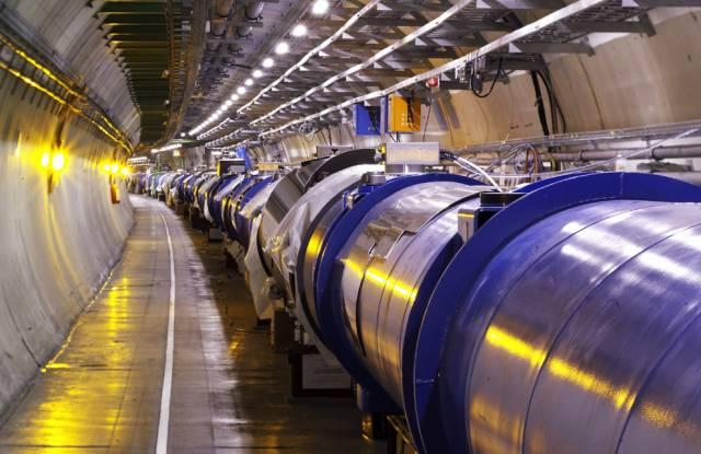 Na velké mezinárodní konferenci pro fyziku vysokých energií v Paříži  byly nedávno zveřejněny výsledky prvních tří měsíců měření prováděných ve Velkém hadronovém srážeči (LHC) v CERNU. Částice, které zatím pozorovali, fyzikové sice již znají. Výsledky však naznačují, že zařízení je velmi dobře připraveno pro další kola experimentů.