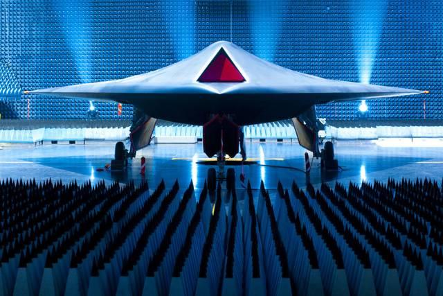 V  roce 2011se mají uskutečnit letové zkoušky nového bojového letounu Taranis, jehož prototyp byl v červenci roku 2010 poprvé představen britským ministerstvem obrany. Nový letoun má ambice stát se nejmocnějším vzdušným útočným prostředkem na špičkové technologické úrovni.
