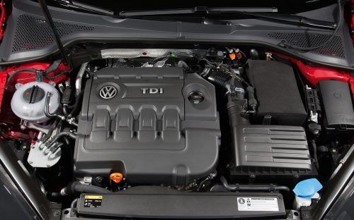 2015-Volkswagen-Golf-TDI-engine-2