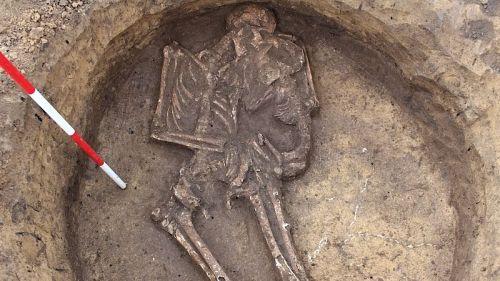 Ve Vyškově byla nalezena kostra matky objímající dítě