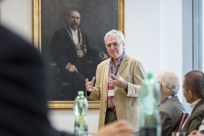 """Od roku 2000 se snížila celosvětová plocha lesů o 8,4 procenta,"" varuje Dr. Antonio Donato Nobre zBrazílie, významný vědec a účastník pražského summitu."