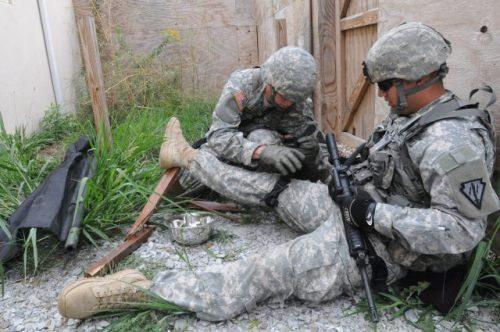 Američané vyvíjejí autonomní batoh TRACIR pro zraněné vojáky