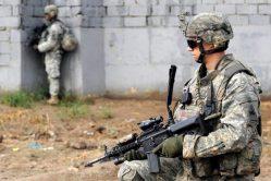 DARPA vyvíjí novou technologii. Měla by vojákům umožnit ovládat zbraně myslí