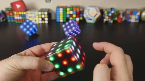 Rubikova kostka, která pomáhá při rehabilitaci