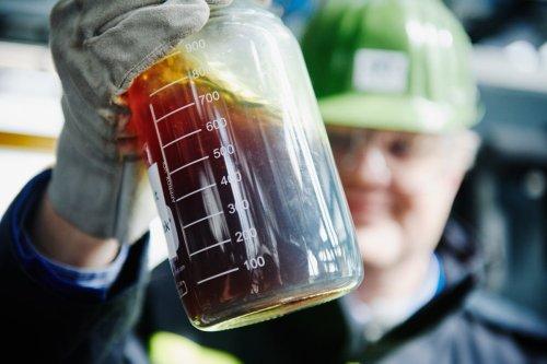 Jak se mění plastový odpad zpět na ropu