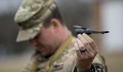 Miniaturní americké drony Black Hornet čeká první akce