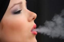 Cigaretové nedopalky škodí rostlinám