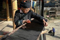 Poznejte kamské řemeslnice z Číny v Náprstkově muzeu!