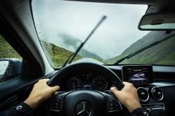 Samořídící auta nedokážou počítat s nebezpečnými lidskými řidiči. Vědci se je to snaží naučit