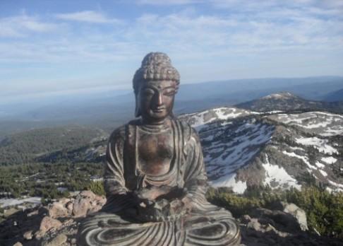 Buddha postupně ožívá