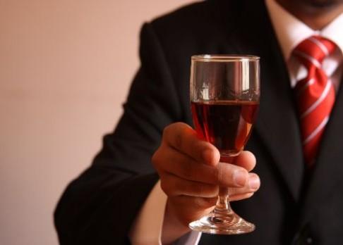 Pití alkoholu posiluje paměť