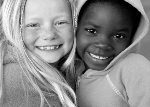 Černé děti cítí podle malých bělochů menší bolest