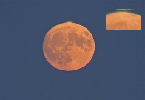 Zelený záblesk nad Měsícem