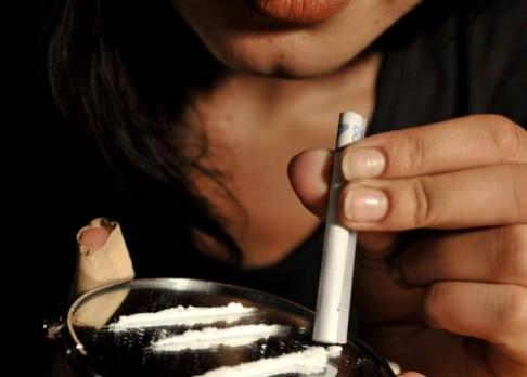 Dokázáno:  kokain zeštíhluje!