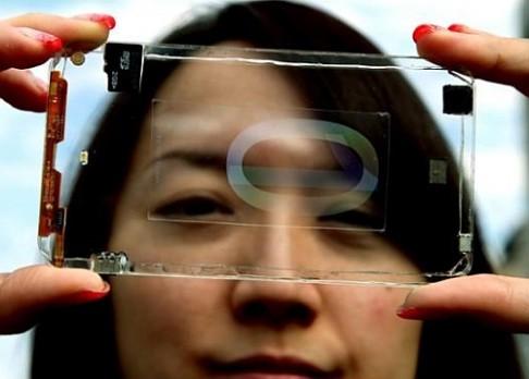Průhledný telefon bude ze skla