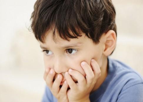 Lék na spavou nemoc zmírňuje autismus