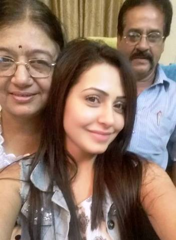 Nandini Roy with her parents