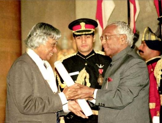 Abdul Kalam getting awarded Bharat Ratna by then President K R Narayanan