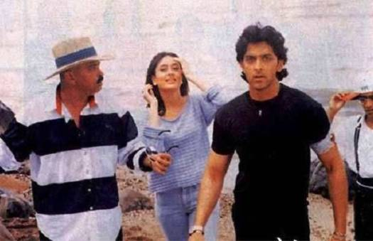 Hrithik with Rakesh Roshan and Kareena Kapoor