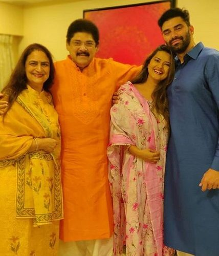 Anita Dheer With Her Family