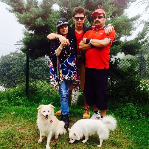Samarthya Gupta with his parents and pet dogs