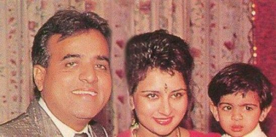 A childhood picture of Anmol Dhillon with his parents
